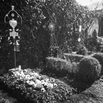 Grave flower beds