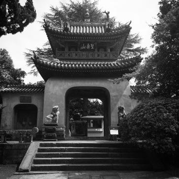 The gate to Sofuku-ji Temple