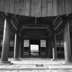 King Jungjong's tomb lies through the doorway