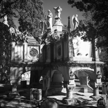Monumental grave
