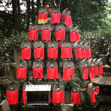 Bibs in a pyramid