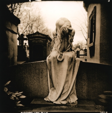 Grief (Holga+film+lith)