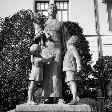 War widow with children