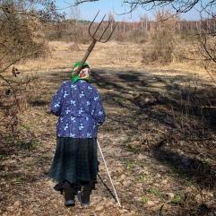 Hanna heading to her garden