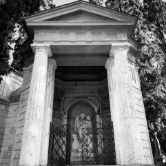 Monteverde Tomb