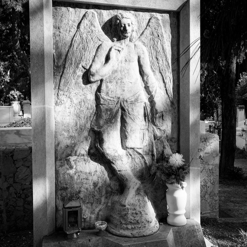 Angel with amputated leg