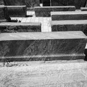 Simple graves