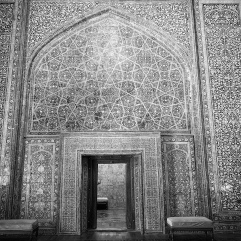 Door to gallery containing Mahmud's tomb